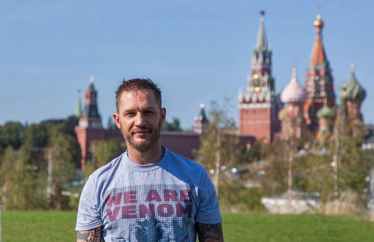 Суперсилы на фоне храмов: Том Харди в Москве
