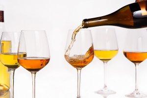 Оранжевое вино: где и зачем пить его прямо сейчас