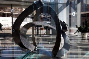 В Зарядье появилась скульптура бесконечности с дополненной реальностью