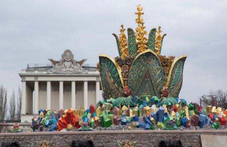 Фонтан «Каменный цветок» на ВДНХ откроется к маю