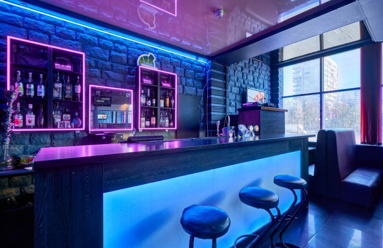 В Chika Bar коктейли девушкам бесплатно