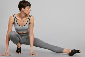 День йоги: одежда и инвентарь для занятий