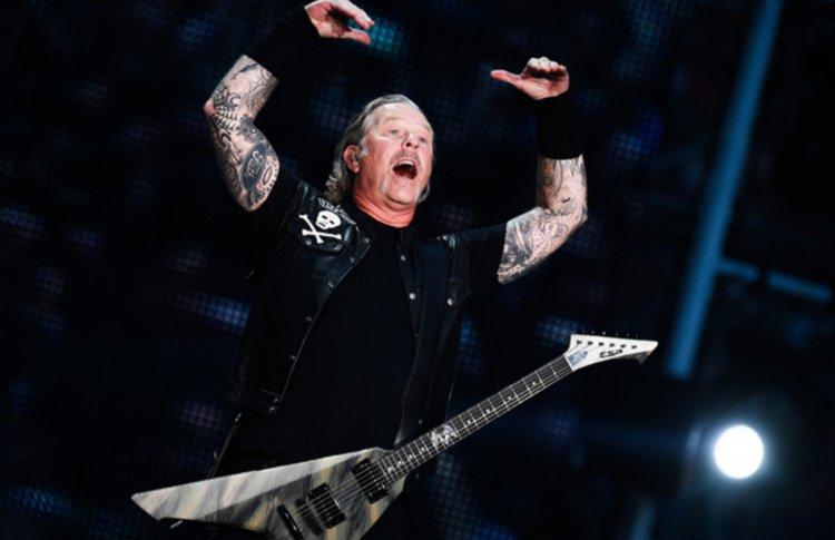 Гитарист «Кино» сыграл кавер Metallica в качестве ответного жеста