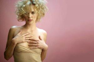 10 актрис, которые не стесняются оголять тело в кино
