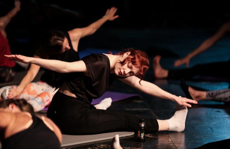 Московский театр начинает тренировки по пилатесу на своей сцене