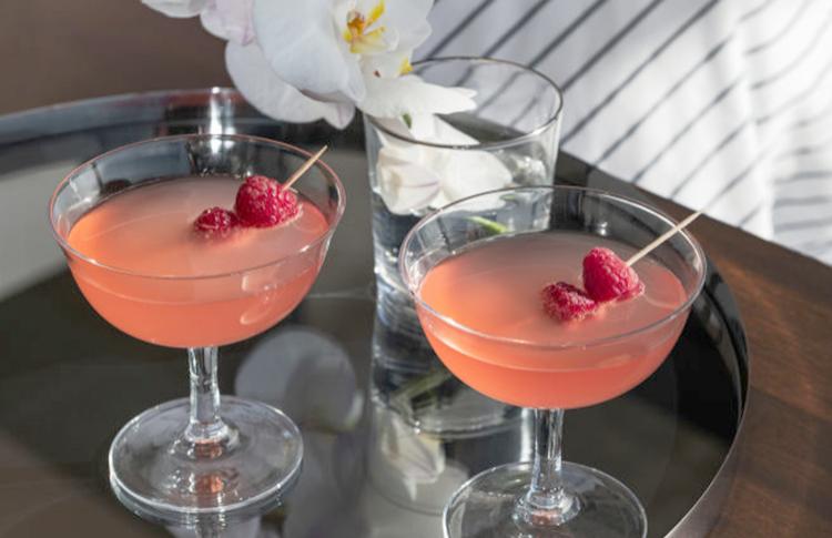 Красивые бокалы для вина, шампанского и летних коктейлей