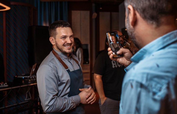 Антон Абрезов открыл ресторан с фермерскими продуктами и винами малых хозяйств