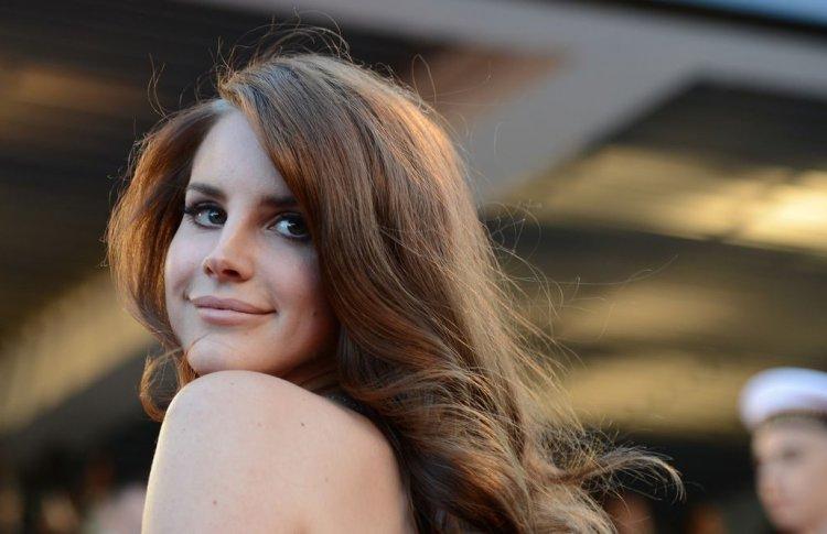 Лана Дель Рей выпустила клип на 2 песни