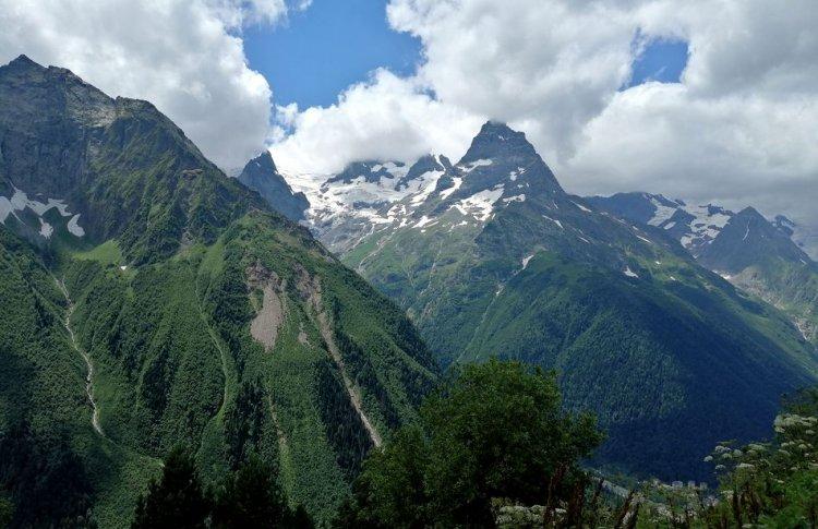 Тысячелетняя икона и горный комфорт: 5 причин посетить Кавказ