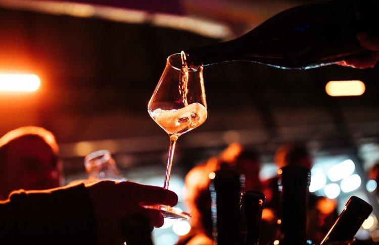 Гид по фестивалю Gorizont: модная Жюра, весельчаки из Абруццо и редкое шампанское