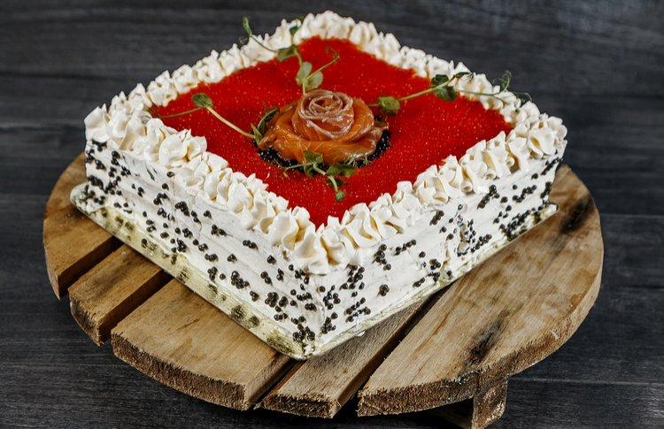 Надо брать: торты с икрой, малосольной семгой и курочкой