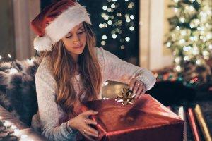 Праздник к нам приходит: как москвичи создают себе новогоднее настроение