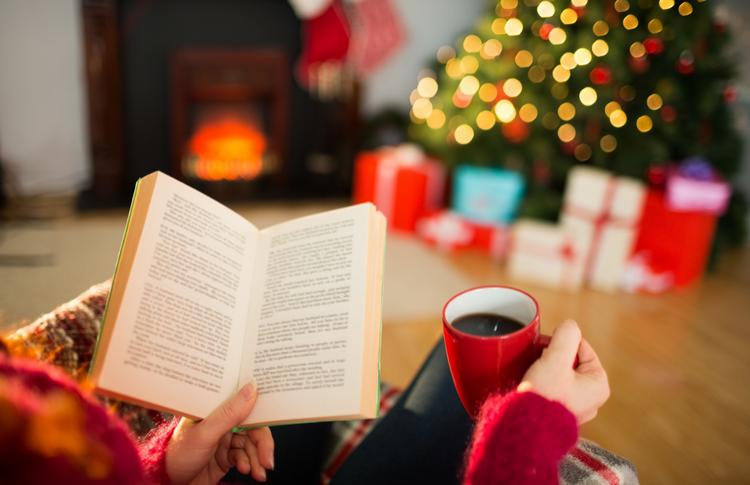 5 книг и подходящих к ним напитков для зимних каникул