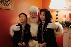 6-метровый лифт торгового центра превратили в комнату Деда Мороза