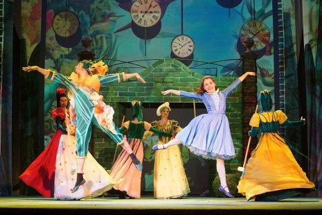 Премьера спектакля «Алиса в Зазеркалье» в театре «Зазеркалье»