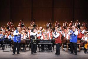 Cимфонический оркестр цыган «100 скрипок»