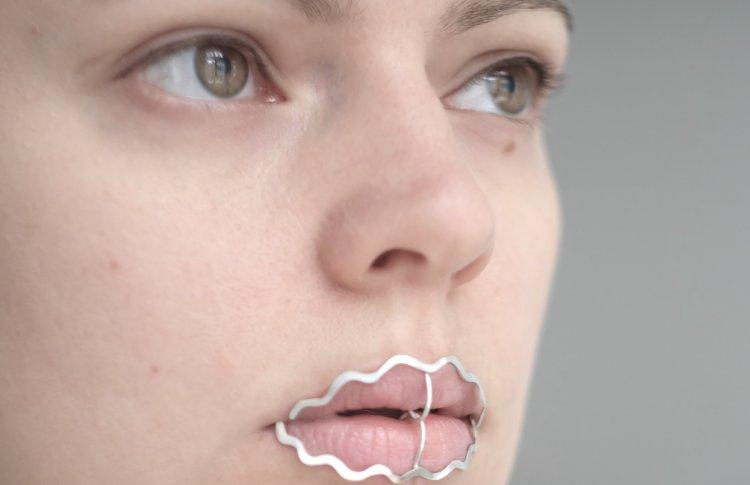 «ГРАУНД Солянка» исследует феминизм на выставке украшений