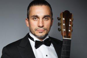 «Царь гитары» Артём Дервоед исполнит программу «Одержимый» на фестивале «Классика без границ»