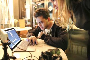 Эдуард Мовсисян ‒ главный режиссер аккаунта @nail_sunny и автор самых популярных видео в сети