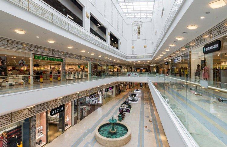 Все общественные заведения кроме продуктовых магазинов и аптек будут закрыты в Петербурге и Ленинградской области