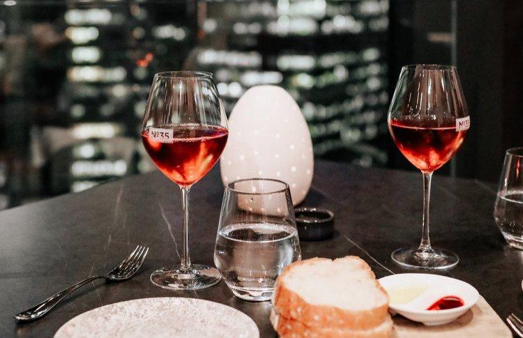 Какое вино пить в изоляции