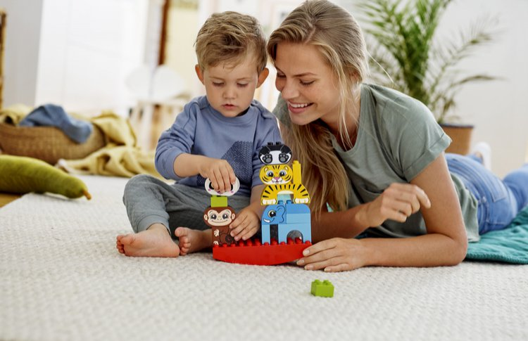LEGO запустили социальный проект Let's Play Together