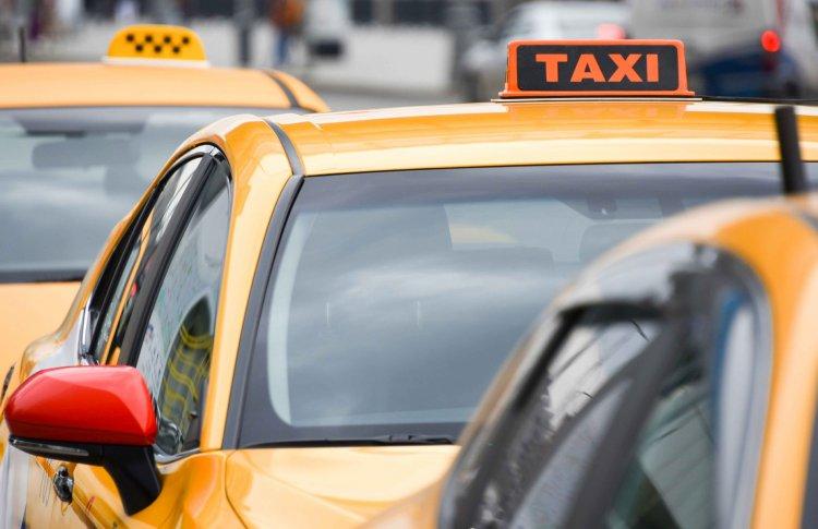 Дептранс Москвы установил правила проезда по городу на такси
