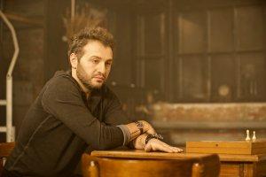 Авет Саркис показал боль расставания в дебютном клипе «Бой»