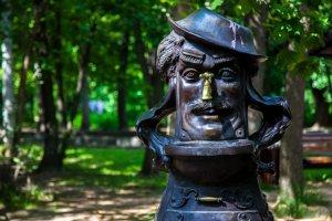 «Там написано»: знают ли прохожие, кому воздвигнуты московские памятники?
