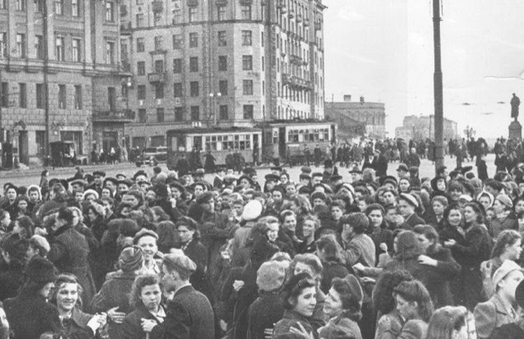 «Попробуйте, счастливые потомки, прожить на такую норму». Жизнь москвичей во время Второй мировой