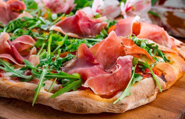 Доставка: у кого заказывать пиццу во время самоизоляции