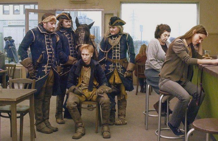 «Голубь сидел на ветке, размышляя, что у него нет денег»: 5 фильмов Роя Андерссона