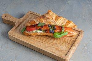 Вкусная доставка: обзор новых предложений петербургских ресторанов