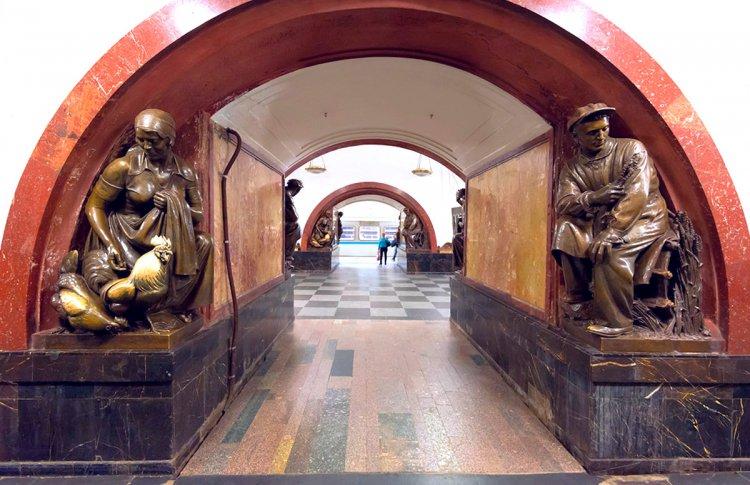 Денежный петух, путешествия во времени и зверь Апокалипсиса: суеверия московского метро
