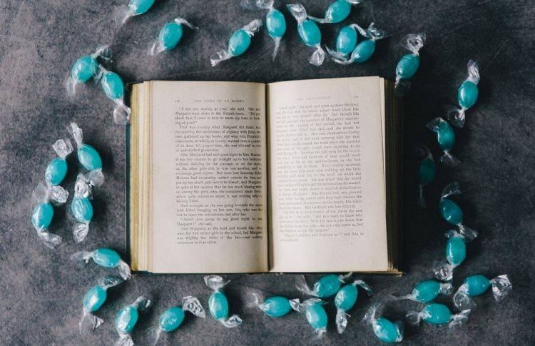 Убийства в глубинке, опиумная империя и пропавший муж. 5 книг для отдыха от классики