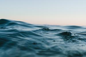 Средства с морской водой, солью и водорослями